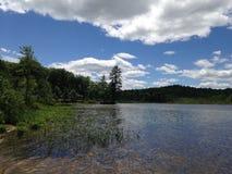 Wzdłuż jeziornego brzeg zdjęcie royalty free