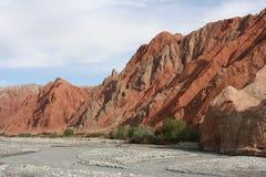 Wzdłuż Karakorum Autostrady czerwone góry Obraz Royalty Free