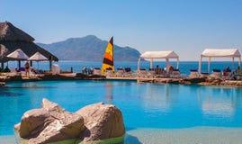 Wzdłuż plaży basen przegapia Venados wyspę na Pacyficznym oceanie w Mazatlan, Sinaloa, Meksyk Obraz Royalty Free