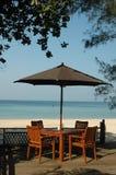 wzdłuż plaży stół fotografia royalty free