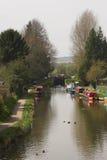 wzdłuż rzeki ludzi na spacer Zdjęcia Royalty Free