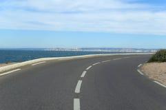 wzdłuż wybrzeża. obraz stock