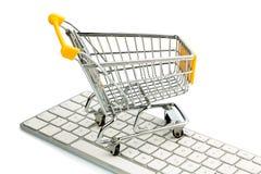 Wózek na zakupy i komputerowa klawiatura Zdjęcia Stock