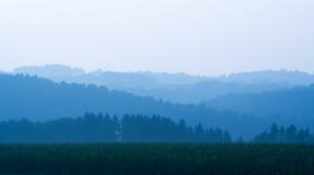 wzgórza cieniący pole Fotografia Stock