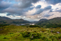 Wzgórza i jezioro w Irlandia fotografia royalty free