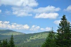 Wzgórza i niebo obrazy stock
