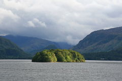 wzgórza krajobrazu jeziora. Fotografia Stock