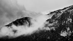 wzgórza pod chmurami zdjęcie royalty free