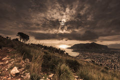 Wzgórza przegapia seashore, Sicily, Włochy Zdjęcia Royalty Free