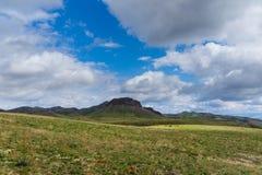 Wzgórza w terenie Arkharly przechodzą Zdjęcia Stock
