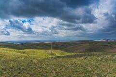 Wzgórza w terenie Arkharly przechodzą Fotografia Stock
