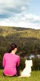 wzgórza z białą kobietą siedzi młody Fotografia Royalty Free