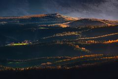 Wzgórza z zmierzchu światłem obraz stock