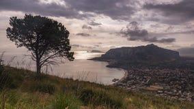 Wzgórza zbliżają morze przy Palermo, Sicily, Włochy Fotografia Royalty Free