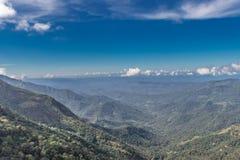 Wzgórze cień z niebieskim niebem fotografia royalty free