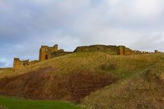 Wzgórze i ruiny UK Średniowieczny Tynemouth Priory, kasztel i, obraz stock