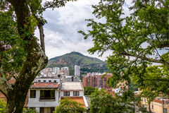 Wzgórze Trzy krzyży Cerro De Las Tres Cruces i Cal miasta widok - Cal, Kolumbia Zdjęcie Stock