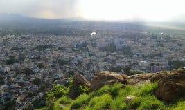 Wzgórze widoku błękita miasto Fotografia Royalty Free