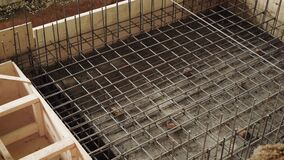 Wzmacniać podstawę z metalu cementem na placu budowy i armaturami zbiory wideo