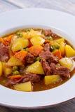 Wzmacnia mięso stewed z grulami, marchewkami, grochami i pikantność, Wołowina gulasz, popularny naczynie w Irlandia Zdjęcia Royalty Free