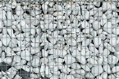 Wzmacnienie brzeg z metal siatką obraz royalty free