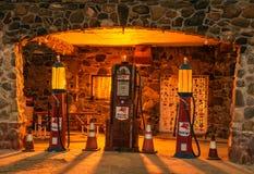 Wznawiająca Chłodno wiosen benzynowa stacja lokalizująca na trasie 66 w Arizona Zdjęcia Stock