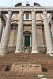 Wznawiający budynek w antycznym Romańskim forum fotografia stock