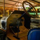 Wznawiający Historyczny Bieżny samochód W Nim ` s garaż obrazy royalty free