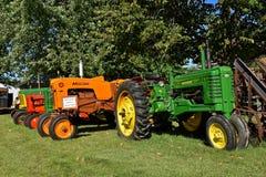Wznawiający stary John Deere b Minneapolis maszyny ciągniki obraz royalty free