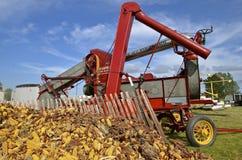 Wznawiający Wielki Minneapolis linii kukurudzy sheller zdjęcie stock