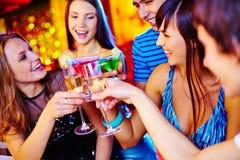 Wznosić toast przy przyjęciem Fotografia Royalty Free