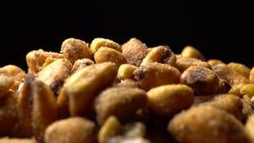Wznosząca toast kukurudza w białym naczyniu zbiory wideo