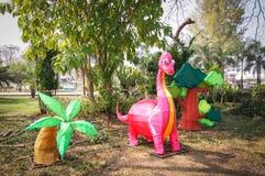 Wzorcowy dinosaur I drzewa Zdjęcie Royalty Free