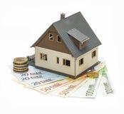 Wzorcowy dom i euro Zdjęcia Stock