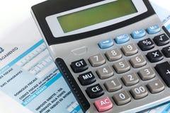 Wzorcowy f24 dla zapłaty podatki w Włochy z kalkulatorem Zdjęcia Stock