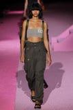 Wzorcowy Iesha Hodges spacer pas startowy przy Marc Jacobs podczas Mercedes-Benz mody tygodnia wiosny 2015 Obrazy Stock