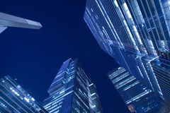 Wzrasta budynek przy nighttime Fotografia Stock