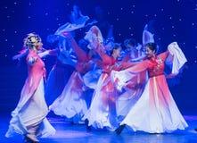 wzrasta i tanczy w szczęśliwego chińczyka ludowym tanu Zdjęcia Stock