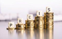 Wzrastająca cena na monetach zdjęcie royalty free