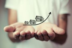Wzrastający koszt domy, nieruchomości pojęcie obrazy royalty free