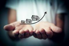 Wzrastający koszt domy, nieruchomości pojęcie fotografia stock