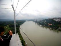 Wzrosta widok obfita Danube rzeka w Bratislava obrazy stock