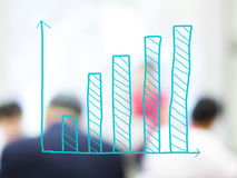 Wzrostowa prętowa mapa z zamazanymi ludźmi biznesu Zdjęcie Stock
