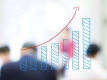 Wzrostowa prętowa mapa z zamazanymi ludźmi biznesu Zdjęcia Stock