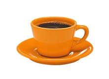 Xícara de café alaranjada na placa isolada no branco imagens de stock