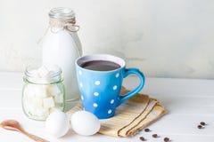 Xícara de café azul Imagens de Stock