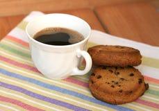 Xícara de café com biscoitos fotos de stock