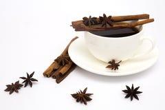 Xícara de café com canela e anis Fotografia de Stock