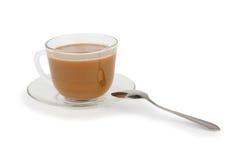 Xícara de café com creme no branco Imagem de Stock