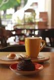 Xícara de café com deserto Imagens de Stock Royalty Free